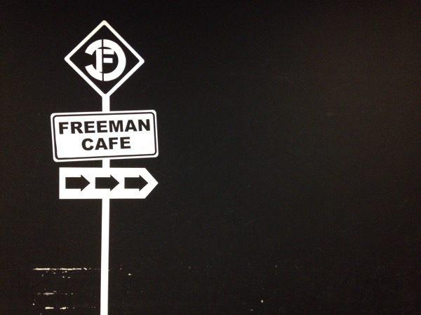 フリーマンカフェ入口