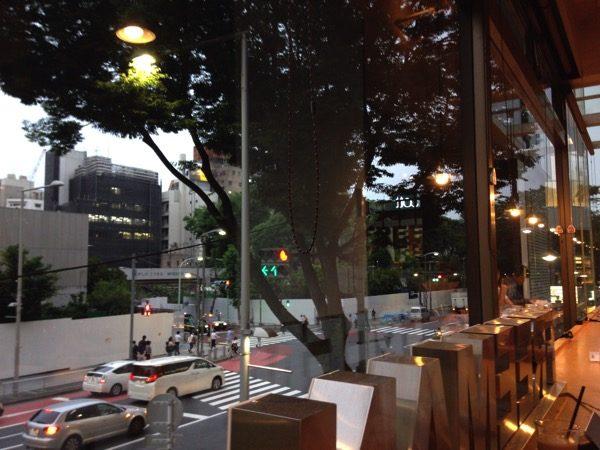 フリーマンカフェは夜の証明もオシャレ