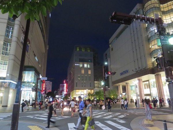 福岡の天神駅前はファッションビル街