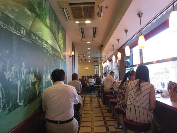 小倉駅のカフェ「クロワッサン」の店内